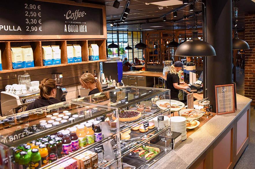 Café Zeron on helppo veikata muodostuvan uudeksi kohtauspaikaksi Eturinteillä. Kuva: Timo Koivisto