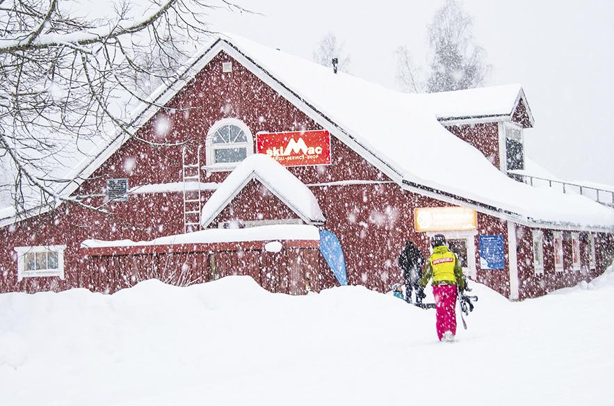 Kunnon lumisateet ja talviset olosuhteet voidaan saada pohjoiseen jo marraskuussa, Etelä-Suomeen myöhemmin. Tämä lumisade kuvattiin Messilässä tammikuussa 2019.