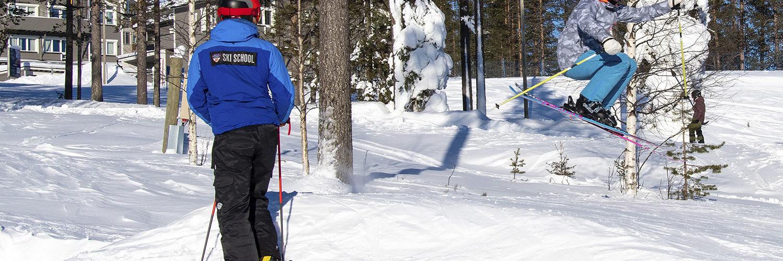 Werneri-hiihtokoulu johdattaa aivan alkeista monipuoliseksi laskettelijaksi asti.