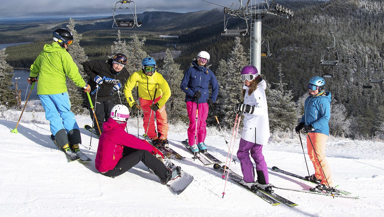 Talven 2018–2019 ensilaskut laskettiin Rukalla hienossa kelissä. Viikonloppuna lumisade kuorrutti maiseman ja aurinkokin kävi tervehtimässä laskijoita.