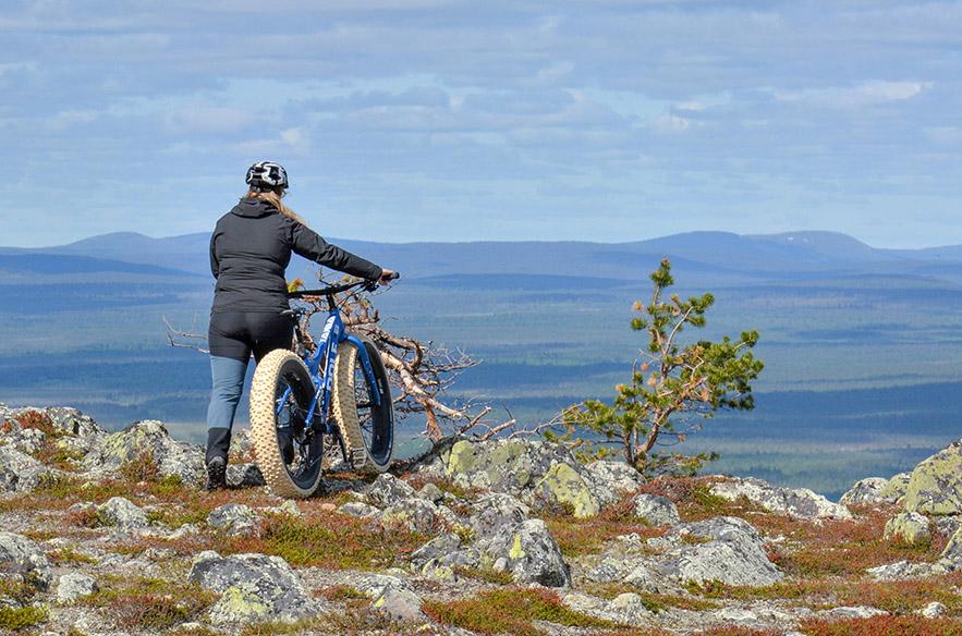 Vaellus- tai pyöräretki syksyisessä luonnossa on voimaannuttava kokemus. Kuva: Timo Koivisto, Levi