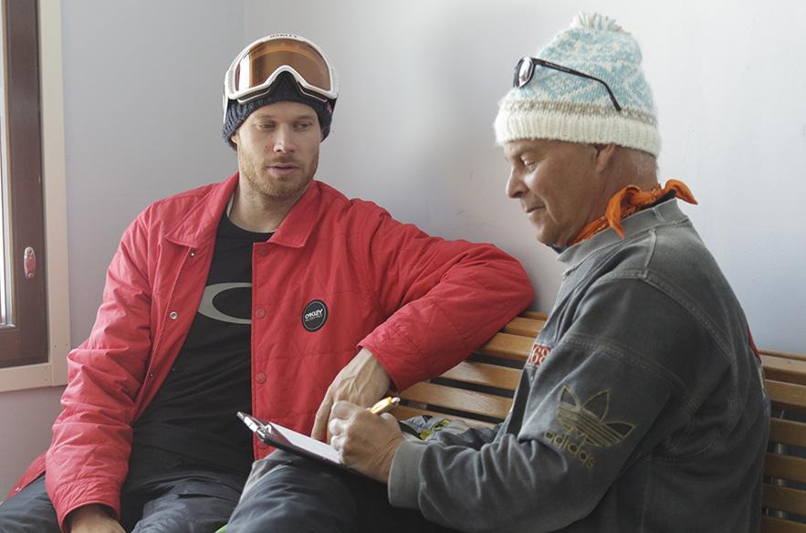 Jimmy Petterson haastatteli kirjaansa myös Eero Ettalaa. Kuva: Timo Pasanen
