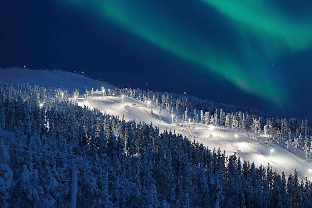 Nordlichter über Levis Pisten. Foto: Harri Tarvainen, Visit Finland