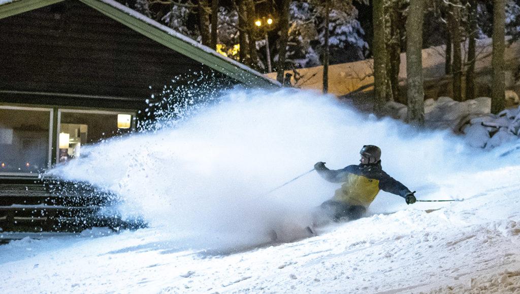 Pöllytä lunta! Kuvaa! Kikkaile! Lähimäessä riittää tekemistä. Myös taitavalle.