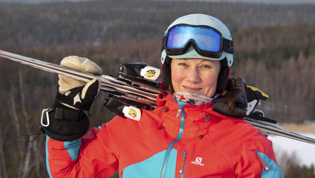 Suksikaupassa kannatta valita sopivin, muistuttaa hiihdonopettaja Teija Uurinmäki.