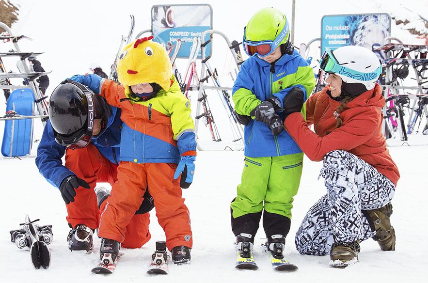 Lapset ja lapsiperheet ovat Himoksella keskiössä. 1990-luvulla Suomen Hiihtokeskusyhdistyksen puheenjohtajana Päivi Kuokkanen oli edistämässä lasten kypäräkampanjaa.