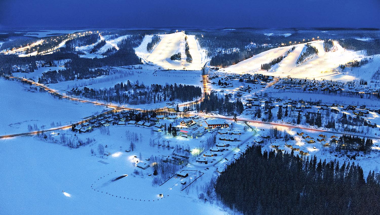 """29.12.2019 tulee tasan 35 vuotta siitä, kun Himos virallisesti avattiin. Juhlallisen avauslaskun Pohjois-Himoksen Kilparinteessä tuikkasi alppilegenda Kalevi """"Häkä"""" Häkkinen."""