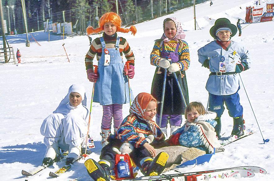 Vanha pääsiäiskuva osoittaa, että Himoksella on aina ymmärretty karnevaalitunnelman päälle. Myös vappukarnevaalilla on Himoksessa jo vuosien perinne.