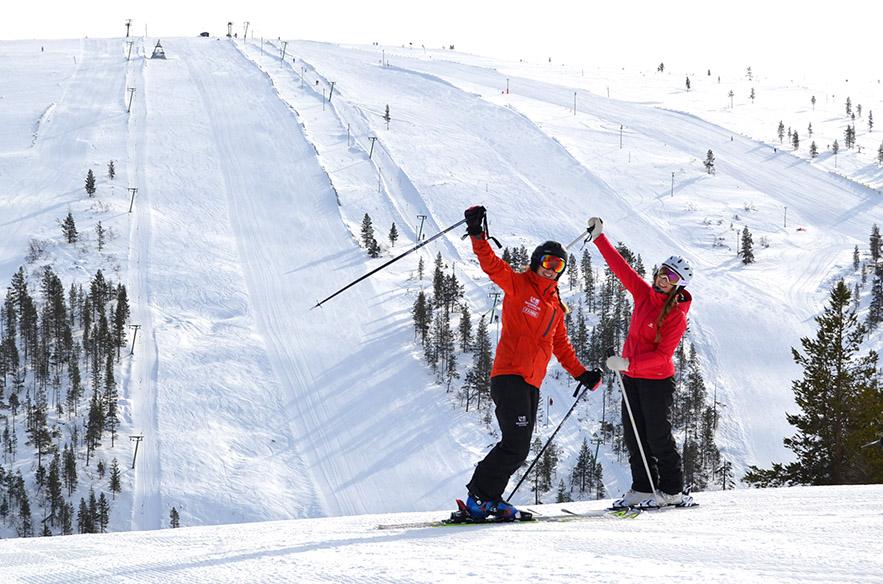Uudet yrittäjät ovat laittaneet vauhtia Saariselän hiihtokeskuksen kehitykseen. Etenkin hiihtokoulu on ollut näkyvästi esillä. Se valittiin vuoden hiihtokouluksi vuonna 2018.