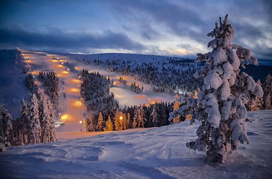 Kahdelle tunturille levittäytyvät rinteet sekä aito Lapin tunnelma ovat Saariselän valtteja myös seuraavat 50 vuotta.