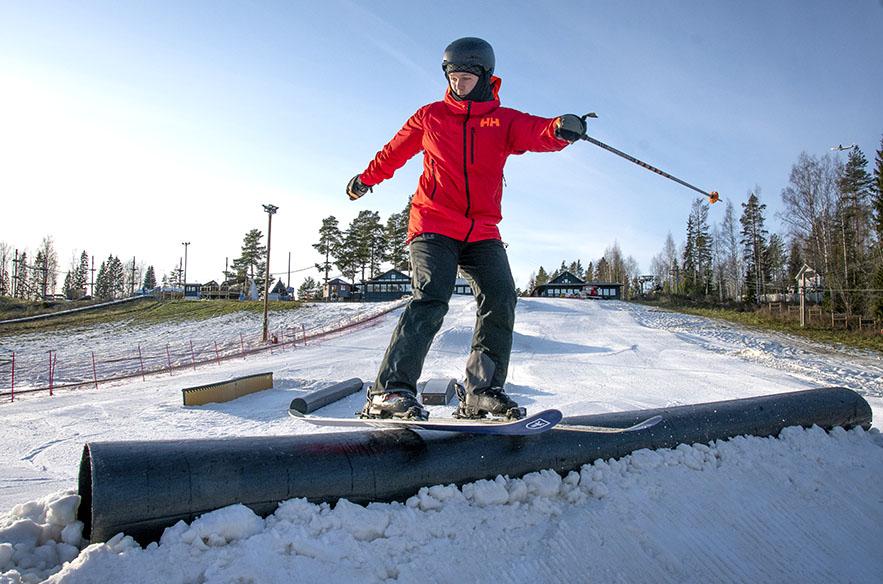 Tykkilumi takaa pitkän kauden. Talvi 2019–2020 alkoi esimerkiksi Talmassa jo marraskuun alussa (kuva otettu 1.11.2019) ja lunta riittää todennäköisesti vielä pitkälle pääsiäisen jälkeen.
