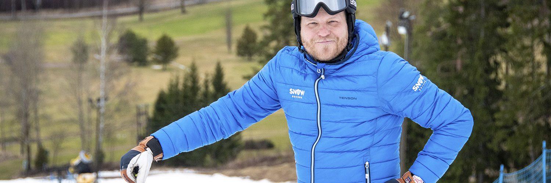 """Kalle Palander kunnioittaa hiihtoresortten lumetusosaamista. """"Rinteet on saatu kuntoon järjettömällä työmäärällä. Onneksi ihmiset alkavat pikkuhiljaa ymmärtämään, että lumi ei synny itsestään"""", Palander huomauttaa."""