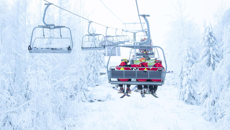 Hiihtokeskuksissa on lunta! Ski patrolit kuvattuna Tahkon lumisissa maisemissa sunnuntaina 9.2.2020.