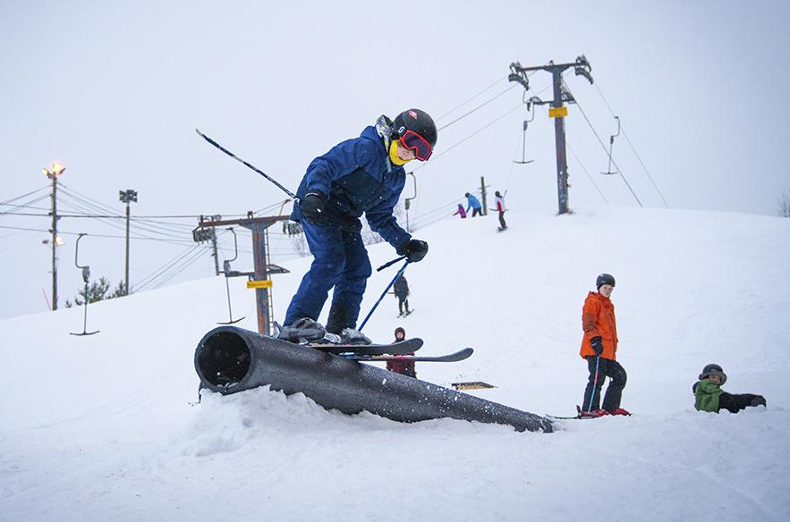 Varkaus Ski Center on tunnelmallinen lähikeskus. Sunnuntaina 9.2.2020 rinteessä oli iloinen säpinä.
