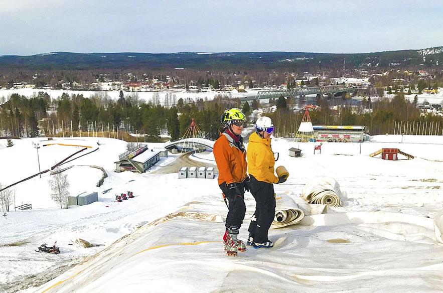Ounasvaaralla kesä voi tulla: lumivarastot on jo peitelty.
