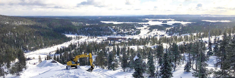Tunturi ei hiljene kauden päättymiseen, sillä on aika säilöä talven lumet. Kuva: Anssi Lakela