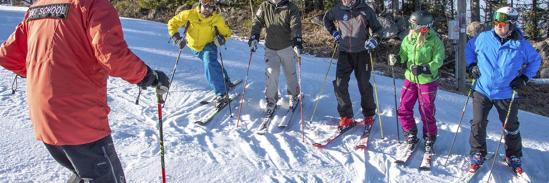 SHKY:n hiihdonohjaajakoulutukset jatkuvat ensi kaudella. Kuva Messilässä helmikuussa 2020 järjestetystä kouluttajakoulutuksesta.