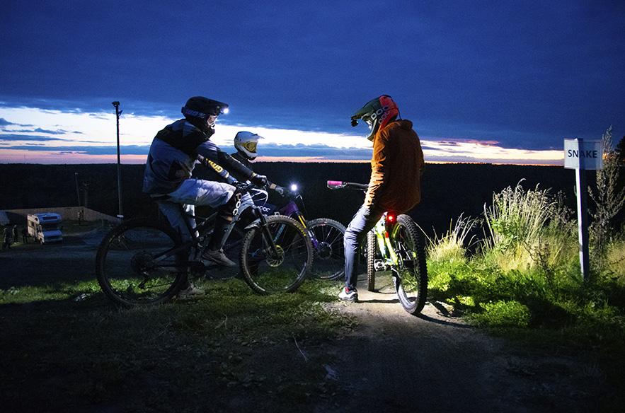 Nuuksio Bike Park on täynnä toimintaa kesällä. Viime kaudella järjestettiin esimerkiksi night rider -ilta.
