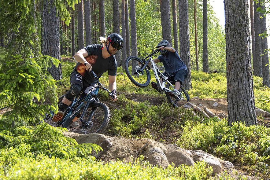 Meri-Teijo Bike Parkin ratamestarit Jani Salminen ja Valtteri Vainio.