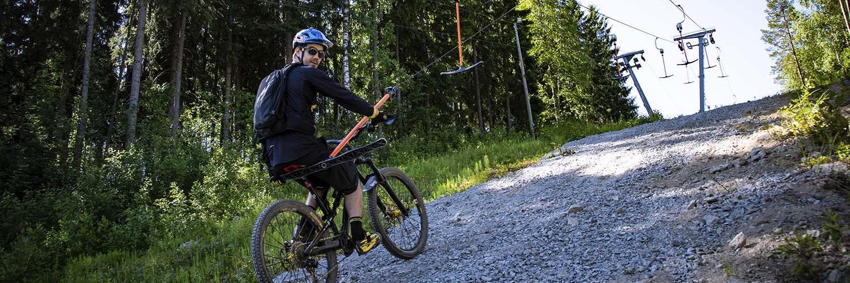 Matti Lehikoinen on ensimmäisen bikepark-ohjaajakurssin kouluttaja.