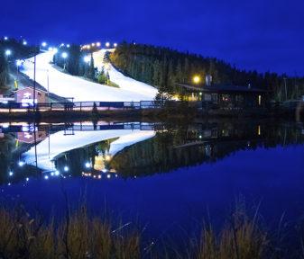Laskettelukausi 2020–2021 avataan säilölumella Rukalla, Levillä, Ounasvaaralla, Suomulla ja Laajiksessa. Kuvassa Rukan rinteet lokakuussa 2019, kun lumivarastot on juuri levitetty Saaruan rinteisiin.