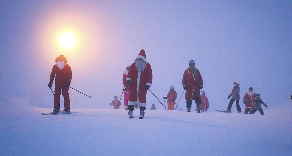 Joulupukkeja näkyvissä! 25.12.2020 Saariselällä järjestetään Santa Ski Day.