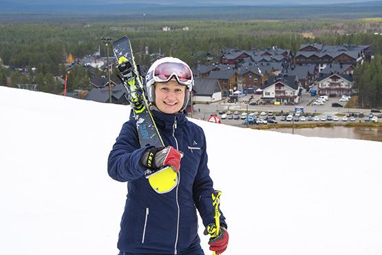 """""""Давайте будем вести себя ответственно и соблюдать все коронавирусные ограничения в том числе и на склонах, """" - напоминает олимпийская медалистка и самая успешная финская горнолыжница Таня Поутиайнен-Ринне."""