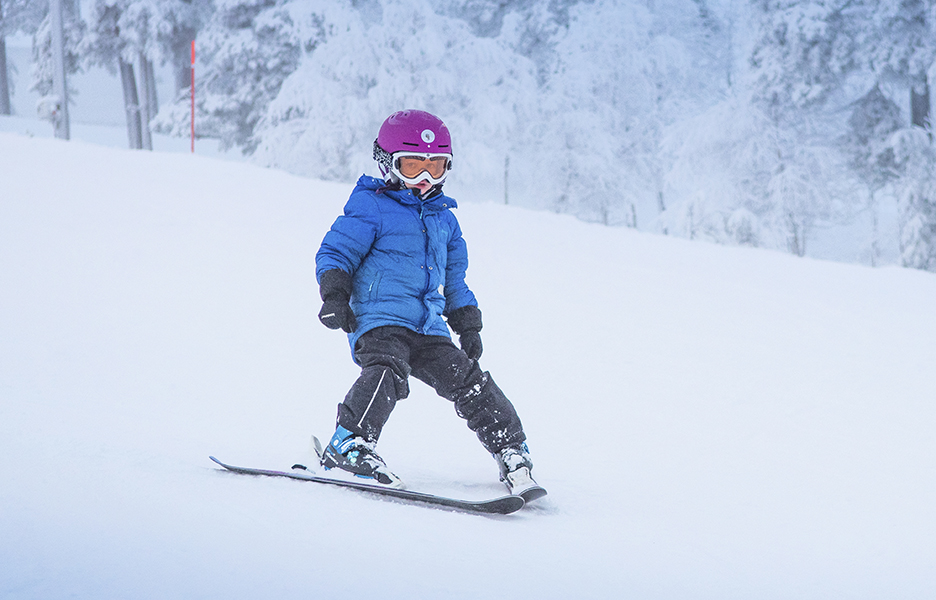 Kun kipinä on syttynyt, kannattaa lisäoppia hakea hiihtokoulusta.