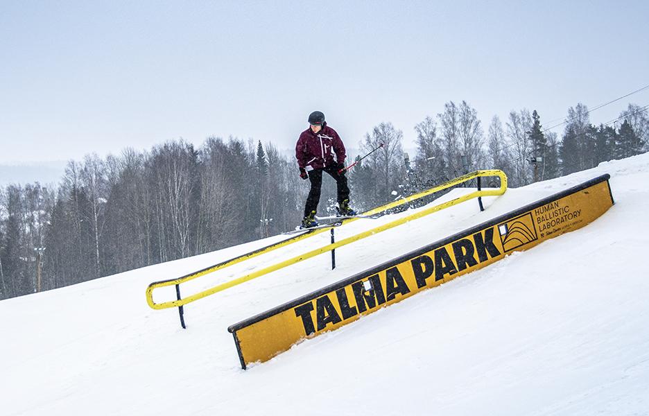 Talman uudistunut parkki on maineikkaan Schneesternin käsialaa. Uutukaista koelaskemassa Talman hiihtokoulun johtaja Aleksi Vesimäki.