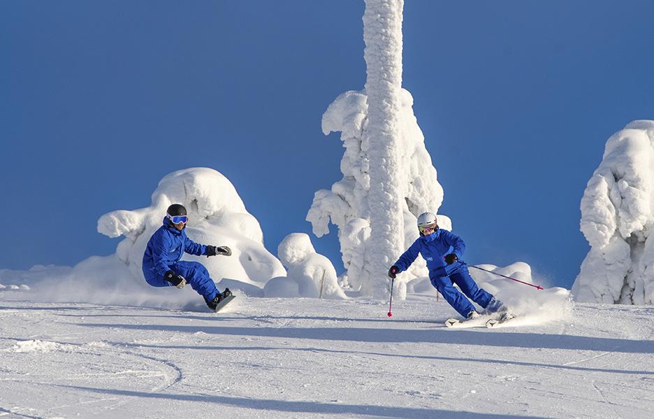 Lisää taitoa, intoa ja energiaa saat vaihtamalla välillä välineitä. Kuvassa Levin hiihtokoulun Kim Wikberg ja Minna Nevalainen näyttävät mallia.