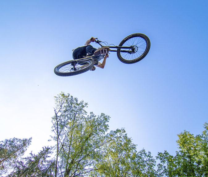 """""""Jokainen voi itse vaikuttaa riskeihin ja niiden toteutumiseen"""", muistuttaa bikepark-ohjaajien kouluttaja AP Laiho."""